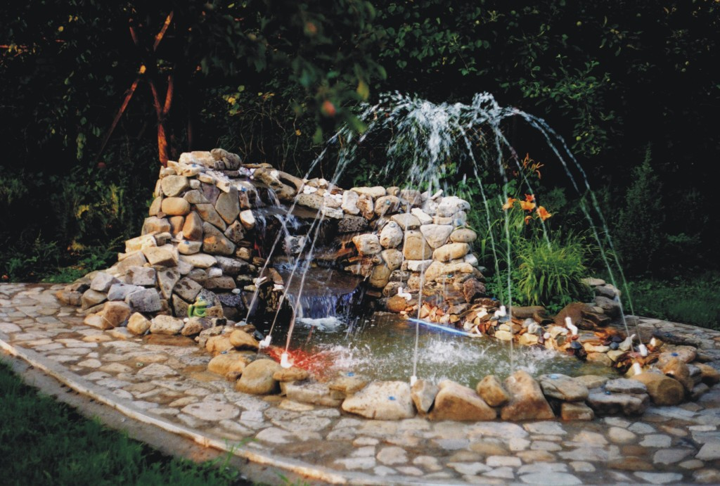 Картинки фонтана с камней